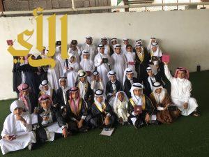 احتفال لتوديع طلاب ابتدائية عكاظ بخميس مشيط