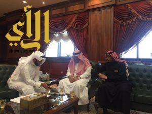 مدير جامعة خالد يلتقي بلجنة حي الموظفين