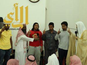 أربعة من الجنسية الفلبينية والهندية يعلنون إسلامهم في طريب