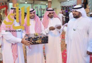 أمير منطقة الباحة يقدم دعماً سخياً للأسر المنتجة بالمنطقة