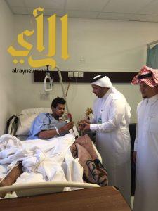مستشفى عسير المركزي يعايد المرضى ويقدم لهم الهدايا