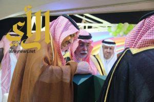 أمير الباحة يفتتح ملعب الشيخ الحمراني ويضع حجر الاساس للحديقة المائية