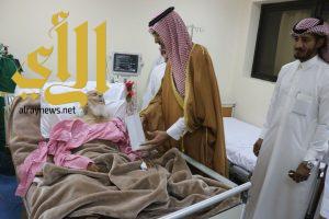 محافظ السليل يعايد المرضى بمستشفى المحافظة