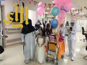 مستشفى ابها للولادة والاطفال يشارك المرضى فرحتهم بالعيد