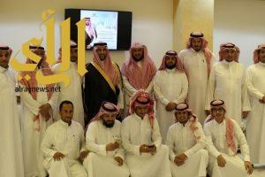 الأمير فيصل بن سلطان يقوم بزيارة جامع ومجمع نخال الدعوي