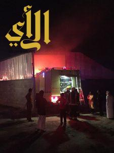"""""""مدني"""" سراة عبيدة: إندلاع حريق بمستودع اعلاف دون إصابات"""