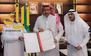 أمير الباحة يتسلم شهادة الاعتماد الدولي في أمن المعلومات