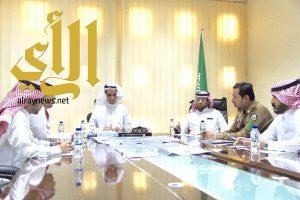 بلدية القيصومة تعقد اجتماع مع اللجنة المشكلة من مطار القيصومة