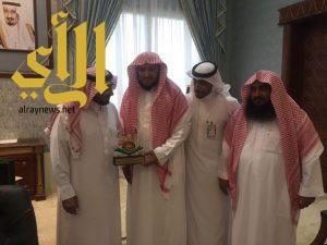 مدير دعوة الباحة ومنسوبي تعاوني نخال يكرمون وكيل إمارة المنطقة