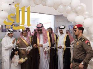 الأمير حسام بن سعود يفتتح معرض الفنون البصرية