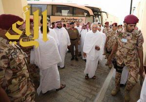 أمير مكة المكرمة يقف ميدانياً على الخدمات المقدمة للحجيج بمشعر منى