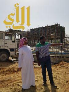 رئيس مركز أحد ثربان يقف ميدانيّاً على المشاريع الخدمية بالمركز
