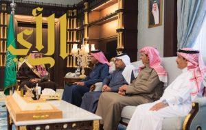 أمير منطقة الباحة يتسلم تقريراً عن استعدادات الكلية التقنية بالباحة لإقامة ملتقى يوم المهنة