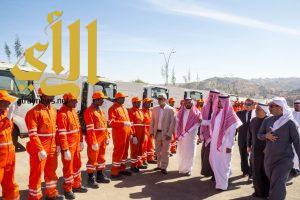 أمين الباحة يطلق بدء تنفيذ مشروع نظافة الباحة والاحياء التابعه لها