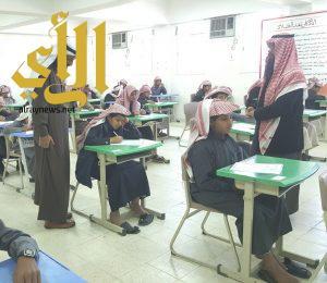 """""""الوادعي"""" يتفقد سير العمل والاختبارات في مدارس محافظة الحرجة"""