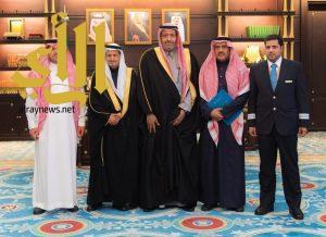 أمير منطقة الباحة يتسلم التقرير السنوي لمكتب الخطوط السعودية بالمنطقة