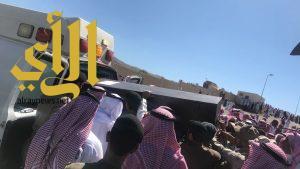 """""""محافظ القرى"""" يستقبل جثمان شهيد الوطن """"الزهيري"""" و ينقل تعازي القيادة الرشيدة لذويه"""