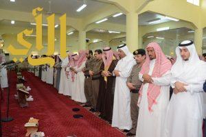 وكيل محافظة محايل ينقل تعازي القيادة لذوي الشهيد العريف آل زاهر