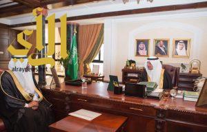 فهد بن سلطان يلتقي مدير إدارة الكهرباء بمنطقة تبوك