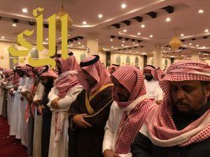 ابن مشيط يؤدي صلاة الميت على شهيد الواجب آل خازم