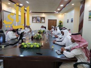 مدير تعليم ألمع يترأس اجتماع لجنة الاستعداد للعام الدراسي القادم