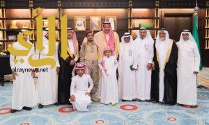 أمير الباحة ينقل تعازي القيادة لذوي الشهيد حكيم العمري