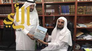 أعضاء الجمعية التاريخية السعودية بعسير في زيارة لـ أ.د.زاهر الألمعي