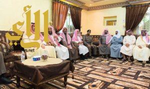 أمير منطقة الباحة ينقل تعازي القيادة لأسرة الجندي أول عبدالرحيم الغامدي