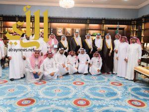 أمير الباحة يتسلم تقريرين منفصلين عن المهرجان الشتوي ومنتدى المخواة الاستثماري