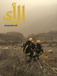 الدفاع المدني بالباحة ينقذ عاملا سقط في عقبة قلوة