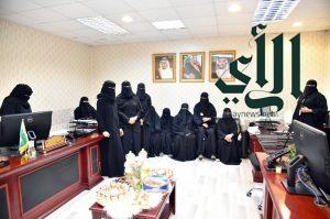 وفد طالبات كلية الشريعة والقانون بجامعة جازان يطلعون على آلية العمل بالأقسام النسائية بإمارة المنطقة