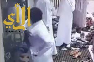 """الإطاحة بعصابة """"نشل"""" المصلين بمساجد جدة"""