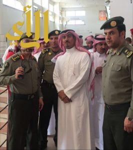 محافظ خميس مشيط يزور إدارة جوازات المحافظة