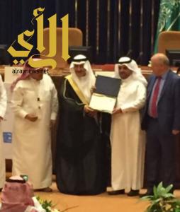 """مكتبة أبها العامة تحصل على جائزة """"أفضل مكتبة عامة""""  بمؤتمر جمعية المكتبات السعودية"""