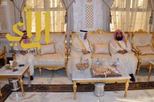 أمير الرياض يعايد الشيخ عبدالعزيز الحميد