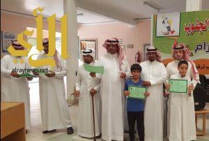 بحضور مساعد مدير التعليم مدرسة عمرو بن العاص تكرم طلابها