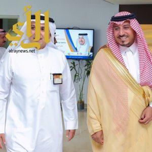 منصور بن مقرن يجتمع مع الرئيس التنفيذي للشركة السعودية للكهرباء