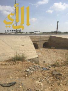 عبارات لتصريف مياه السيول على الطريق الدولي ببيش تُشكل خطراً على حياة مرتادي الطريق