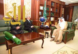 أمير جازان يستقبل القنصل العام الباكستاني لدى المملكة