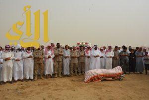 القحطاني والحكمي يتقدمان الصلاة على شهيد الواجب جندي أول إبراهيم عشيري