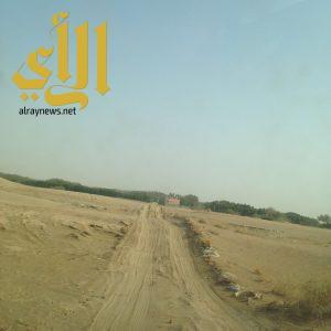 مقبرة أهالي قرية المدرك بمحافظة بيش بدون أسوار تحفظ للموتى كرامتهم