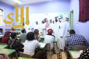 مدير تعليم صبيا يتفقد المركز الرئيسي ومركز السادة بحملة الفطيحة