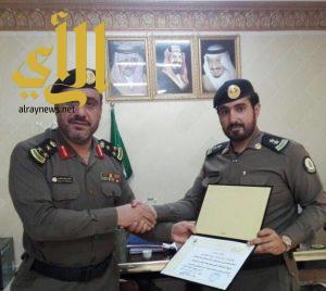 مدير سجون نجران يكرّم الملازم اول محمد ال صنيج