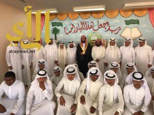مدرسة يحيى بن وثاب تحتفل بطلابها الخريجين حفظة كتاب الله