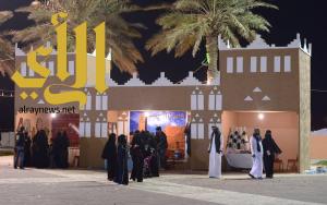 """تصاميم البيوت الطينية والمأكولات النجدية في """"هلا سعودي"""" بالخبر"""
