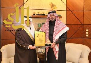 الأمير سعود بن نايف يستقبل الإعلامي يوسف الجراح