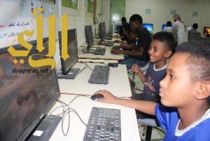 دورات حاسوبية وتعزيز قيم التطوع لدى الطلاب بأندية الرياض الموسمية