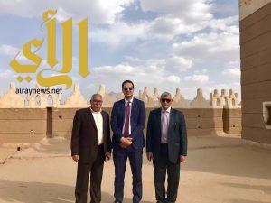 القنصل المصري يزور موقع الأخدود الأثري والقصر التاريخي بنجران