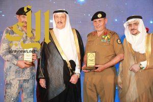 اللواء العتيبي يحصد جائزة جازان للقيادة والتميز