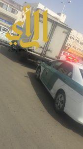مرور جازان يقبض على سائق متهور يسير عكس خط رئيسي